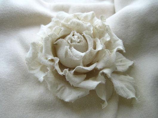 цветы из шелка брошь  цветы из шелка белая роза белая роза брошь, белая роза заколка автомат,ободок с цветами из шелка. обруч для волос с цветком, обруч для волос из цветов, браслет женский с цветами, браслет с шелковой розой, роза белая заколка изделия из шелка цветок изделия из шелка брошь роза  украшение для волос цветок  украшение для волос белая роза, аксессуары для волос роза шелковое украшение брошь  роза заколка автомат