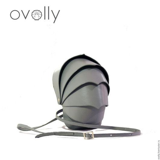 Сумка-клатч `ARMOR` L ручной работы, сделано из натуральной кожи. Цвет панцирного каркаса - серый, цвет срезов – серый, цвет декоративной строчки - серый. OVOLLY (ovoly)