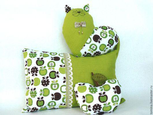 Подушки. Комплект подушек. Подушка на диван. Кот. Коты и кошки. Котик. Прикольный кот. Кот в подарок. Оригинальный подарок. Мягкая игрушка кот. Яблоко. Яблочный.