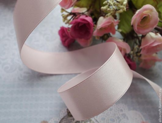 Светло-розовая атласная лента. Ширина - 25 мм. Цена = 10 руб. за метр.