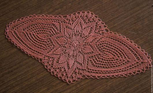 Розовая овальная ажурная салфетка