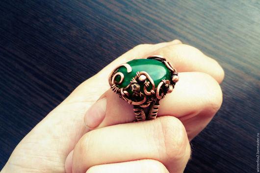 Кольца ручной работы. Ярмарка Мастеров - ручная работа. Купить Зелена. Handmade. Тёмно-зелёный, перстень с камнем, медные бусины