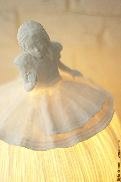 Светильник ручной работы из папье маше Алиса. Light Dreams.