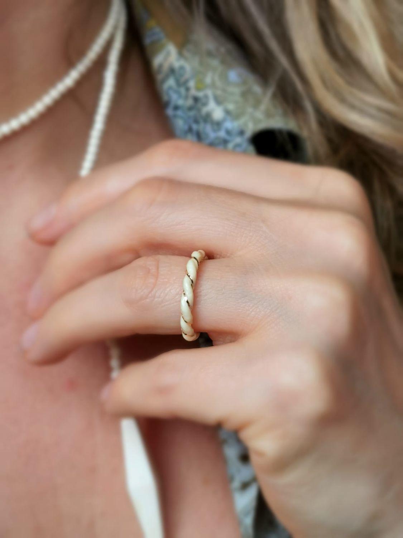 Винтаж: Размер 16. 5 Чудесное кольцо из 100% слоновой кости с золотой нитью, Кольца винтажные, Геттинген,  Фото №1