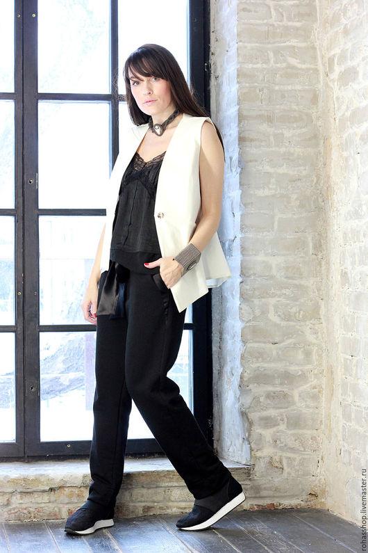 R00071 Стильный жилет из белой джинсы . Летний жилет ,свободный и уникальный стиль для повседневной жизни. Нарядный и красивый жилет.