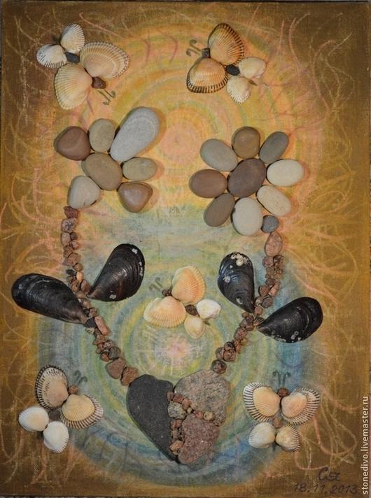 При приобретении картины `Жизнь` книга поэм-сказок `Колечко` и `Брошь` Галины Горюновой  в подарок. Данная картина использована в этой книге в качестве фоторепродукции.