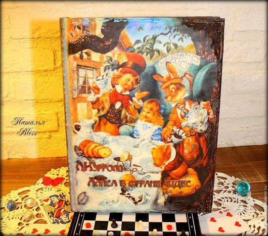"""Персональные подарки ручной работы. Ярмарка Мастеров - ручная работа. Купить Коллекционная книга """"Алиса в стране Чудес"""". Handmade."""
