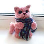 Куклы и игрушки ручной работы. Ярмарка Мастеров - ручная работа Розовый кот в шарфике. Игрушка из шерсти. Handmade.