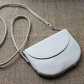 Сумки и аксессуары ручной работы. Ярмарка Мастеров - ручная работа белая кожаная сумка женская маленькая на ремешке. Handmade.