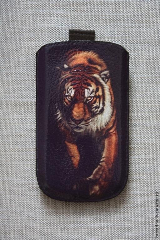 """Для телефонов ручной работы. Ярмарка Мастеров - ручная работа. Купить Чехол для телефона """"Тигр"""". Handmade. Коричневый, чехол для сотового"""