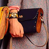 Сумки и аксессуары ручной работы. Ярмарка Мастеров - ручная работа Женская синяя сумка из кожи и дерева Van Beek деревянная. Handmade.