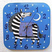 Часы классические ручной работы. Ярмарка Мастеров - ручная работа Часы настенные детские деревянные Зебра Ночь, ручная роспись. Handmade.