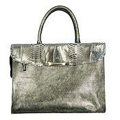 Сумки и аксессуары handmade. Livemaster - original item Classic bag made of genuine leather in green color. Handmade.