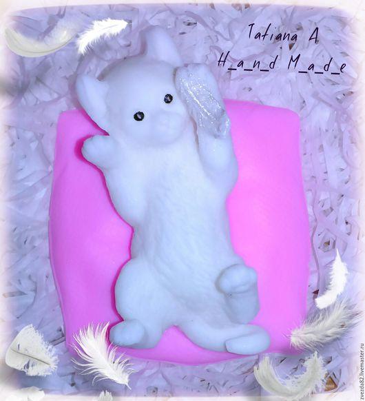 """Мыло ручной работы. Ярмарка Мастеров - ручная работа. Купить Сувенирное мыло ручной работы """"Котенок на подушке"""". Handmade. Разноцветный"""