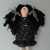 Куклы и игрушки ручной работы. Ярмарка Мастеров - ручная работа Текстильная кукла Девочка в черном. Handmade.