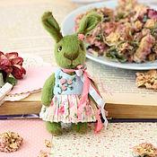 Куклы и игрушки ручной работы. Ярмарка Мастеров - ручная работа Мини заюшка любительница роз. Handmade.