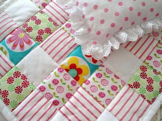 Одежда для кукол ручной работы. Ярмарка Мастеров - ручная работа. Купить Лоскутное одеяло для куклы Кукольный комплект постельки. Handmade.