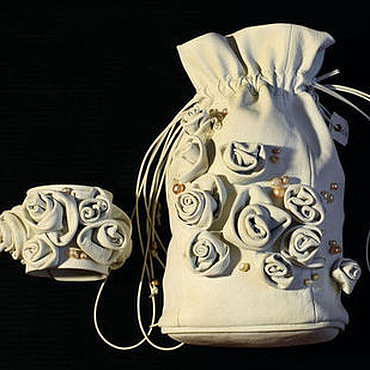 """Свадебный салон ручной работы. Ярмарка Мастеров - ручная работа Свадебный комплект сумочка и браслет """"Жемчужина"""" белая летняя сумка. Handmade."""