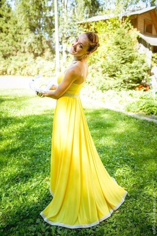 Роскошное, яркое, неповторимое платье со шлейфом.