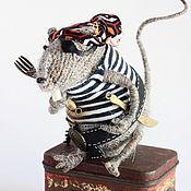 Куклы и игрушки ручной работы. Ярмарка Мастеров - ручная работа Вязаная игрушка крыса. Крыс-пират. Handmade.