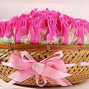 """Цветы и флористика ручной работы. Ярмарка Мастеров - ручная работа Букет из конфет в корзине """"Бутоны роз"""". Handmade."""