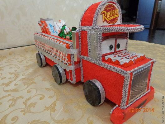 Композиции из конфет. Огромный грузовик из киндер шоколадок. Подарок для ребенка на любой случай. Букеты из конфет.