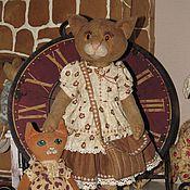 Куклы и игрушки ручной работы. Ярмарка Мастеров - ручная работа Кошка с любимой игрушкой. Handmade.