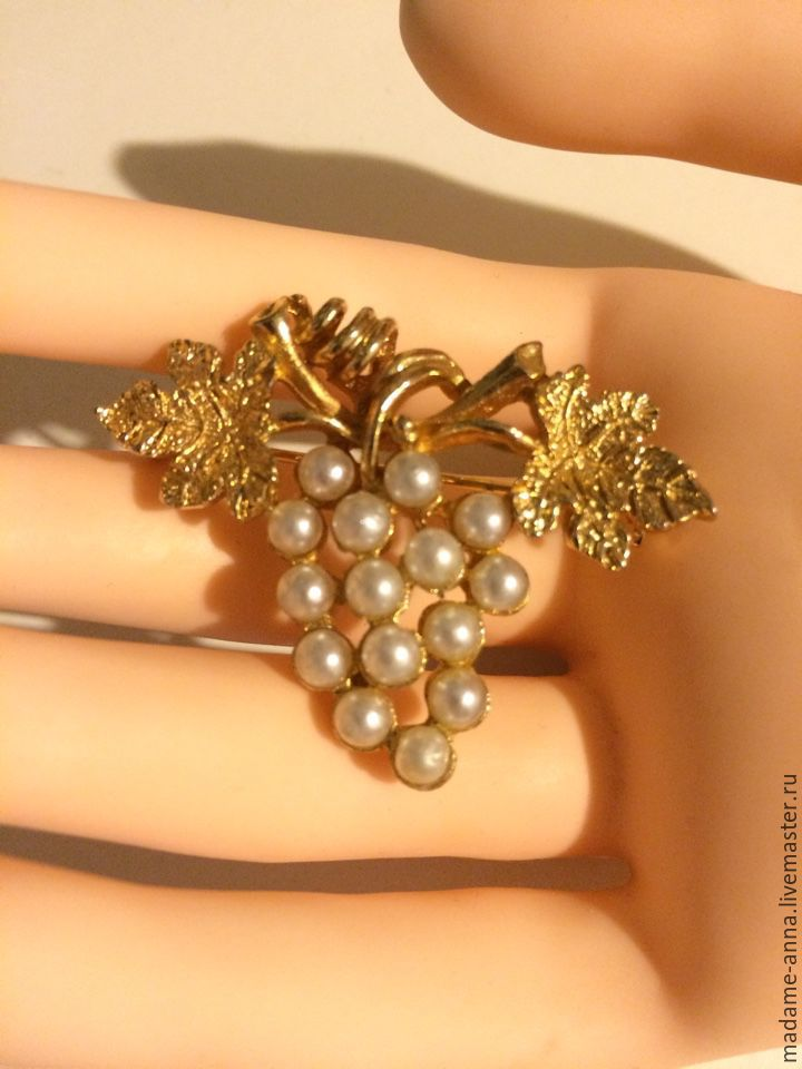Vintage Brooch Quot Bunch Of Grapes Quot With Pearls Shop Online