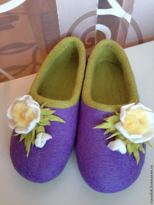 """Обувь ручной работы. Ярмарка Мастеров - ручная работа. Купить Тапочки"""" шиповник в сирени"""". Handmade. Фиолетовый, тапочки валяные"""