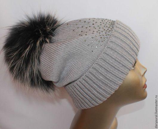 Шапочка очень удобная, тёплая и практичная. Цвет шапочки можно поменять по желанию.