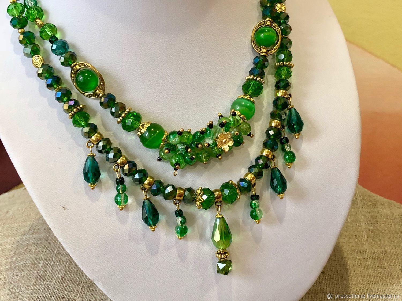 64cdaaa7d2e Elegant necklace of emerald fun, elegant green decoration