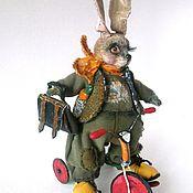 Куклы и игрушки ручной работы. Ярмарка Мастеров - ручная работа Зайчик на велосипеде 16 см.. Handmade.