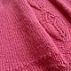 Теплая, шерстяная  вязаная малиновая юбка расклешенного силуэта с имитацией встречной складки.Внутри асимметричной складки ажурные цветы.
