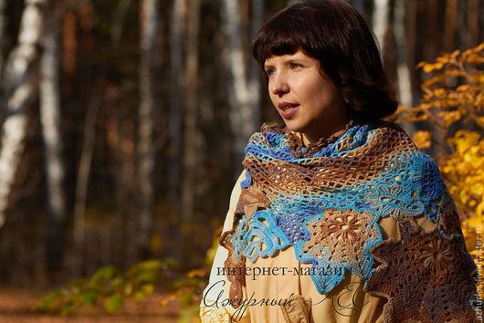Шали, палантины ручной работы. Ярмарка Мастеров - ручная работа. Купить Ажурная шаль с осенними листьями (голубой + коричневый). Handmade.