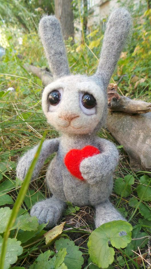 Игрушки животные, ручной работы. Ярмарка Мастеров - ручная работа. Купить заяц из шерсти. Handmade. Серый, зайка, Заяц в подарок