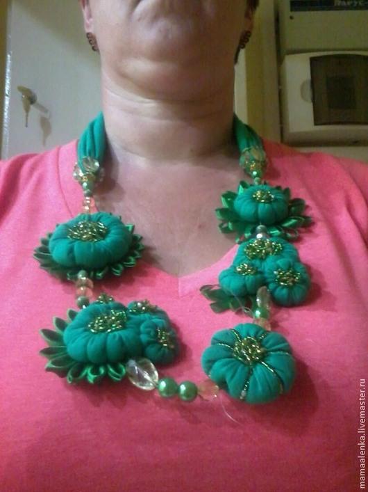 """Колье, бусы ручной работы. Ярмарка Мастеров - ручная работа. Купить Текстильное украшение """"Изумрудные копи"""". Handmade. Ярко-зелёный"""