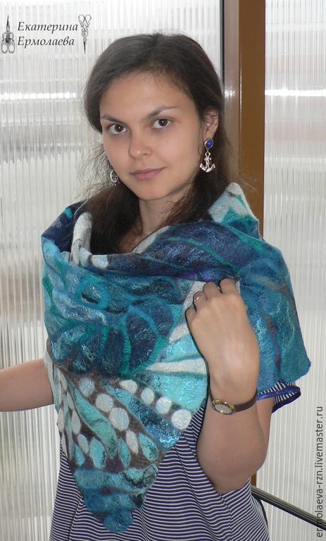 Нежный мягкий шарф свалян из итальянской мериносовой шерсти 18 микрон на шелке эксельсиор. Очень приятный на ощупь, отлично драпируется.