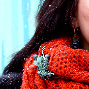 Аксессуары ручной работы. Ярмарка Мастеров - ручная работа Оранжевый полушерстяной снуд с зеленой брошью из нефрита.. Handmade.