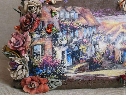 Вместительная сумка женская с декором в стиле прованс. Подарок себе любимой..Голубые, бежевые,оранжевые и т.д. цветы и разнотонная  зелень выгодно подчеркнут почти любой летний наряд.