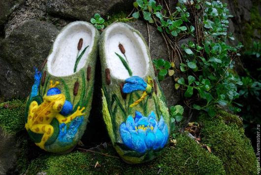 Обувь ручной работы. Ярмарка Мастеров - ручная работа. Купить Тапочки «Лягушка в камышах». Handmade. Валяные тапочки, шерсть 100%