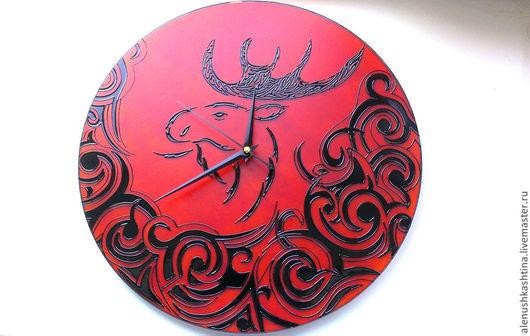 """Часы для дома ручной работы. Ярмарка Мастеров - ручная работа. Купить Часы настенные """"Лось"""". Handmade. Оранжевый, роспись, расписной"""