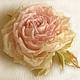 украшение из шелка брошь, украшение цветок брошка,заколка брошь роза, розовая роза брошь, розовая роза  из ткани, цветок из ткани брошь заколка.,цветы из шелка брошь, цветы из ткани брошка роза