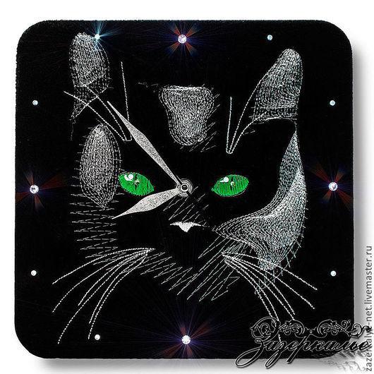 """Часы для дома ручной работы. Ярмарка Мастеров - ручная работа. Купить Часы на натуральной замше """"Лунный кот"""". Handmade."""