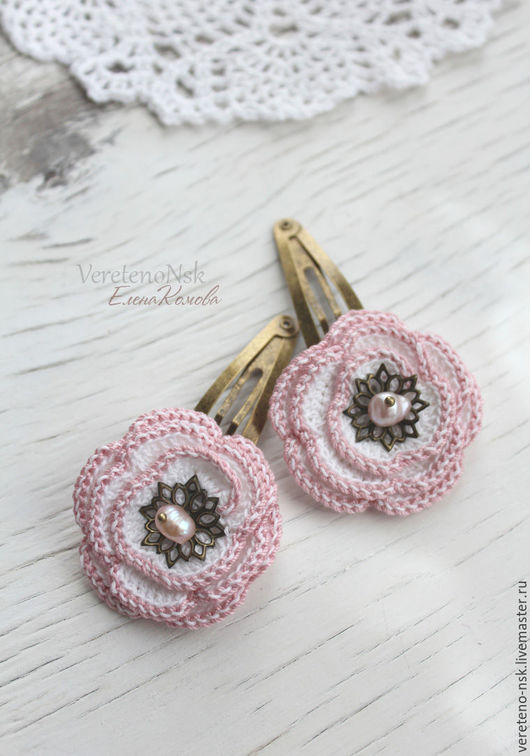"""Заколки ручной работы. Ярмарка Мастеров - ручная работа. Купить Заколки с вязаным цветком и жемчугом """"Романс"""", белый, розовый. Handmade."""