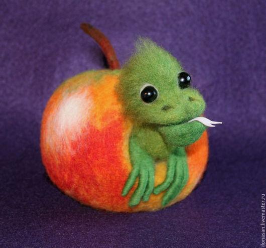 Игрушки животные, ручной работы. Ярмарка Мастеров - ручная работа. Купить Яблочный Дракончик (игольница). Handmade. Разноцветный, фильцевание, пенопласт