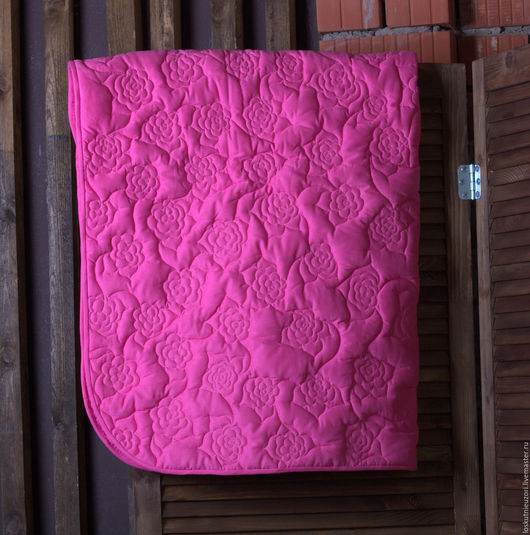 Стеганое одеяло `Розы` для девочки