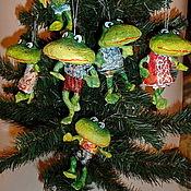 """Подарки к праздникам ручной работы. Ярмарка Мастеров - ручная работа """"Лягушата"""" Елочные игрушки из папье-маше. Handmade."""