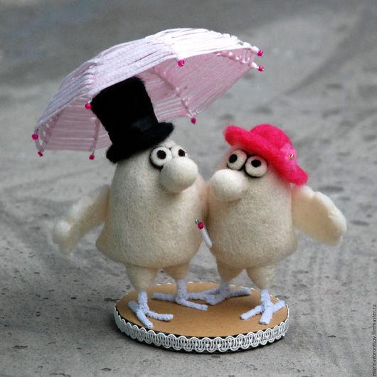 Птички, как и люди, бывают счастливы только под зонтиком. Маленькие,но гордые птички — образы художника Николая Воронцова( дядя Коля Воронцов).  Сделаны сухим валянием из шерсти.