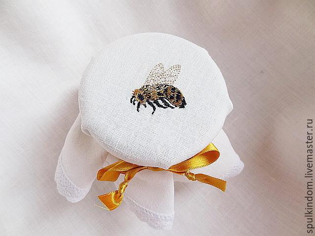 Вышивка пчелки и мед