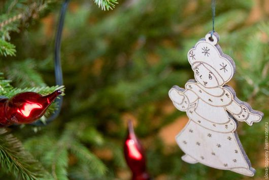 Снегурочка деревянная на ёлку.